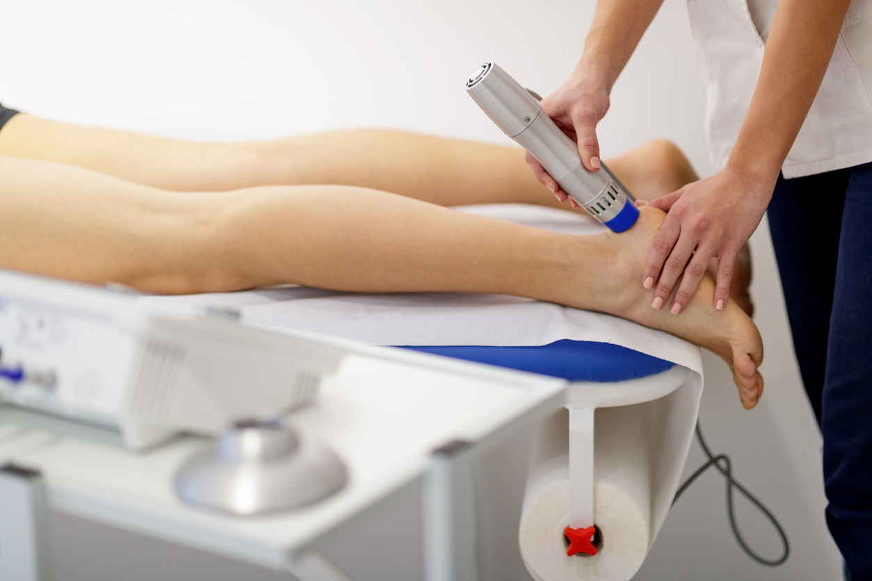 Shock wave therapy on human heel