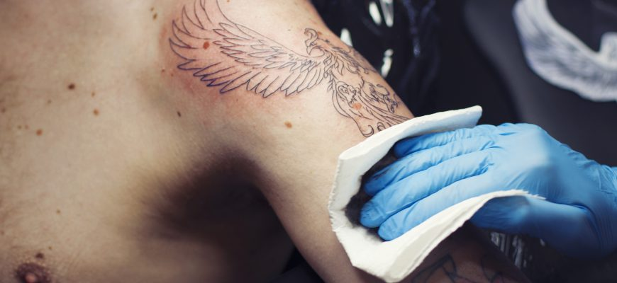 Cleaning the skin in a tattoo process
